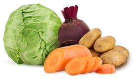 O anel da batata e da cenoura desbastou, uma raiz da beterraba vermelha, couve foto de stock