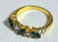 O anel da mulher com metais preciosos Fotos de Stock Royalty Free