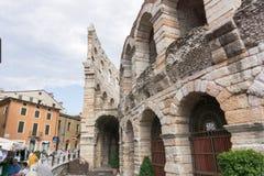 O anfiteatro, terminado em 30AD, o terço - o maior no mundo, no tempo do crepúsculo Sutiã e Roman Arena da praça em Verona fotos de stock royalty free