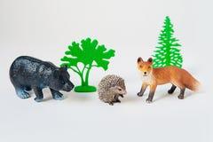 O animal pequeno brinca o Fox, o urso e o ouriço no fundo branco foto de stock royalty free