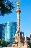 O anjo da independência em Paseo de la Reforma em Cidade do México fotografia de stock royalty free