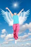 O anjo da mulher da dança com as asas no sportswear salta fotos de stock royalty free