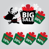 O ano novo da venda grande e a etiqueta da rena do Natal etiquetam com os por cento do texto da venda 10 - 50 em etiquetas colori Fotos de Stock Royalty Free