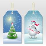 O ano novo etiqueta com os bonecos de neve bonitos e a árvore de Natal Fotos de Stock Royalty Free