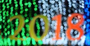 O ano novo feliz Defocused 2018 com bokeh ilumina o fundo imagens de stock royalty free