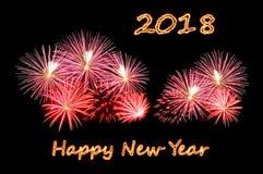 O ano novo feliz 2018 do texto do fogo e fogos-de-artifício Imagens de Stock Royalty Free