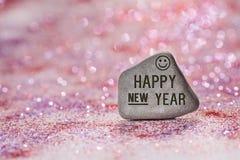 O ano novo feliz grava na pedra foto de stock royalty free