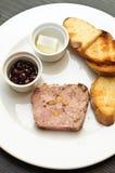 O aperitivo frio com terrine do pato e a cereja sauce Foto de Stock