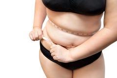 O aperto excesso de peso do corpo gordo da mulher aperta pela medida da fita ou o lin fotos de stock