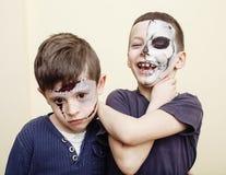 O apocalipse do zombi caçoa o conceito Facepaint da celebração da festa de anos na noiva inoperante das crianças, cara da cicatri Fotos de Stock