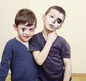 O apocalipse do zombi caçoa o conceito Facepaint da celebração da festa de anos na noiva inoperante das crianças, cara da cicatri Foto de Stock