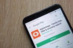 O app de MyHeritage no Web site de Google Play indicou em um smartphone moderno foto de stock royalty free