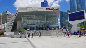 O aquário de Ripley em Toronto do centro é ficado situado ao lado da torre e de Rogers Centre da NC 7-25-2018 Fotografia de Stock Royalty Free