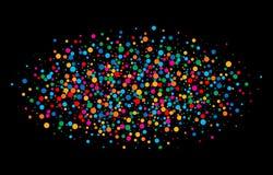 O arco-íris brilhante colorido colore papéis redondos dos confetes ovais da nuvem isolados no fundo preto Fotografia de Stock