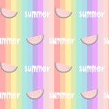 O arco-íris colorido listrou a ilustração sem emenda do fundo do teste padrão com melancias fatia e mão tiradas rotulando a palav Imagens de Stock