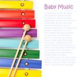 O arco-íris de madeira colore o xylophone Imagem de Stock