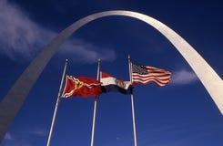 O arco com bandeiras fotos de stock