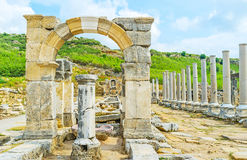 O arco de Apollonius em Perge imagens de stock