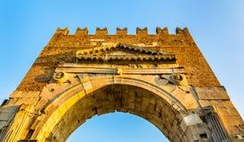 O arco de Augustus em Rimini imagens de stock
