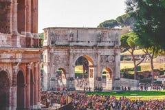 O arco de Constantim em Roma, Itália imagem de stock