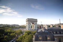 O Arco do Triunfo em Paris, france foto de stock royalty free