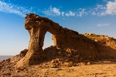 O arco natural de Riyadh, Arábia Saudita imagem de stock