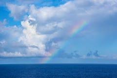 O arco-íris do marinheiro no mar Fotografia de Stock