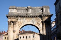 O arco triunfal do Sergi nos Pula fotografia de stock