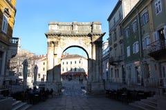 O arco triunfal do Sergi nos Pula imagem de stock royalty free