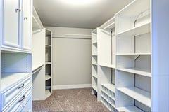 O armário de pessoas sem marcação estreito alinhado com gavetas incorporados Imagens de Stock Royalty Free