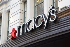 O armazém do ` s de Macy assina dentro Herald Square, New York Fotos de Stock Royalty Free