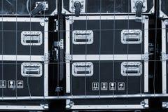 O armazenamento do equipamento do concerto encaixota caixas à prova de choque profissionais para o transporte do equipamento da f imagem de stock