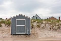 O armazenamento verteu na praia Fotografia de Stock Royalty Free