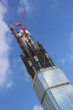 O arranha-céus está sendo construído fotografia de stock royalty free