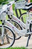 O arrendamento da bicicleta em Kansas City é tendência popular Foto de Stock Royalty Free