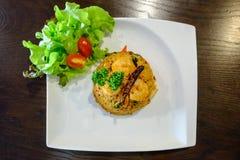 O arroz fritado misturou com Tom Yum Kung, alimento tailandês popular Fotografia de Stock Royalty Free