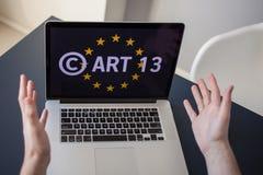 O artigo 13 a alteração à legislação de UE proibiu materiais dos meios no Internet fotos de stock