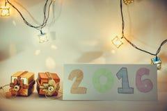 O artigo do ornamento e do Natal decora na noite santamente Imagens de Stock