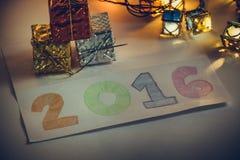 O artigo do ornamento e do Natal decora na noite santamente Foto de Stock
