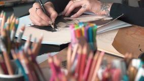 O artista colore desenhos vídeos de arquivo