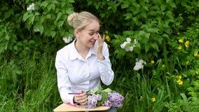 O artista da menina- na perspectiva dos lilás no jardim filme
