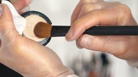 O artista de composição toma uma base tonal para uma escova da composição video estoque