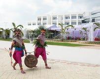 O artista popular do jharkhand em seu traje tradicional Fotografia de Stock Royalty Free