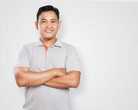 O asiático novo Guy Smiling Confident With Arm cruzou-se foto de stock royalty free