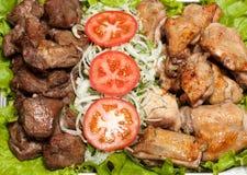 O assado, kebab do shish de chiken e carne de porco Fotografia de Stock Royalty Free