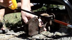 O assaltante com colheita do fechamento utiliza ferramentas a quebra e participar em uma casa video estoque