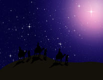 O astrólogo segue a estrela brilhante no céu nocturno Imagens de Stock