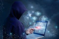 O atacante está tentando abrir um cartão do pagamento fotografia de stock