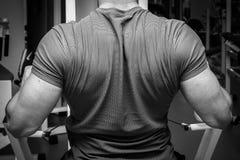 O atleta no gym imagens de stock royalty free