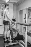 O atleta no gym fotos de stock